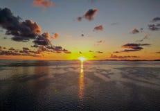 Восход солнца осмотренный от туристического судна по дороге к Бермудским Островам стоковые фото