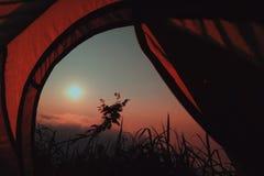 Восход солнца от вершины горы стоковые изображения rf