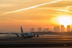 Восход солнца от международного аэропорта Тампа стоковые изображения