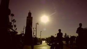 Восход солнца промежутка времени красивый золотой в Марокко с пасмурным днем, готовя съемку, 4K видеоматериал