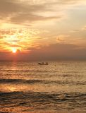 восход солнца рыболовства шлюпки Стоковое Изображение