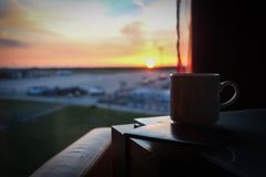 Восход солнца с взглядом авиапорта стоковые изображения rf