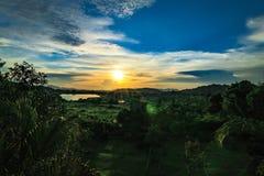Восход солнца с горой и деревом Стоковые Изображения