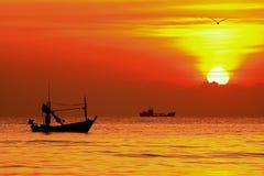 восход солнца Таиланд рыболовства шлюпки Стоковая Фотография RF