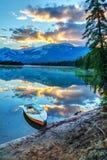 Восход солнца утра над озером Эдит в национальном парке яшмы Стоковое Изображение RF