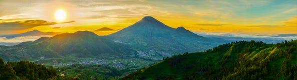 Восход солнца холма Sikunir Стоковая Фотография RF