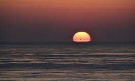 Восход солнца через морской слой стоковая фотография