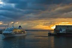 восход солнца cruiseship стоковое изображение rf