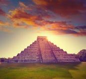 Восход солнца El Templo Kukulcan Chichen Itza Стоковая Фотография