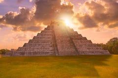 Восход солнца El Templo Kukulcan Chichen Itza Стоковые Фотографии RF