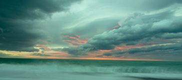 Восход солнца Kaikoura пасмурный стоковые изображения rf