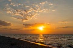 Восход солнца ландшафта над морем Стоковые Изображения