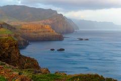 Восход солнца в горах и океане на острове Мадейры, Португалии Стоковое Фото
