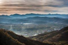 Восход солнца в деревне стоковое изображение