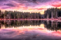 Восход солнца вдоль озера Стоковое Изображение RF