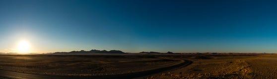 Восход солнца в пустыне (около Sossusvlei, Намибии) Стоковое Фото