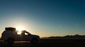 Восход солнца в пустыне (около Sossusvlei, Намибии) Стоковое Изображение RF