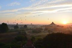 Восход солнца в Bagan, на пагоде Shwesandaw Стоковая Фотография