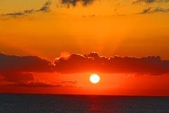 Восход солнца захода солнца через Oceasn Стоковое Фото