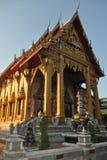 Восход солнца золота и буддийское wat здания samien висок nari в Бангкоке Таиланде Стоковое Фото