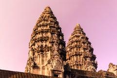 Восход солнца и 2 башни Angkor Wat Стоковые Изображения