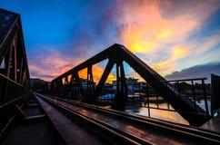 Восход солнца и мост на реке Kwai Стоковые Изображения
