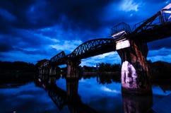 Восход солнца и мост на реке Kwai Стоковая Фотография