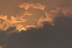 Восход солнца и пасмурное Стоковые Изображения