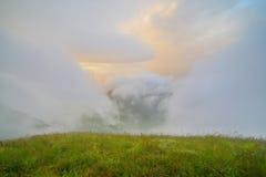 Восход солнца и туман холмов Стоковая Фотография