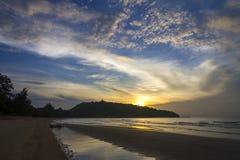 Восход солнца и утро облака пляж запрещают пляж Krut Стоковое Изображение RF