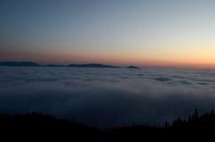 восход солнца красивейшей весны природы лужка иллюстрации положительной солнечный Стоковые Изображения RF