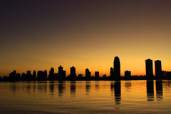 Восход солнца между зданиями Стоковая Фотография RF