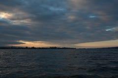 Восход солнца на береге озера Стоковые Изображения RF