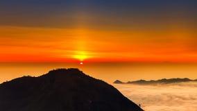 Восход солнца на верхней части вулкана Batur горы/Бали, Индонезии Стоковое Изображение