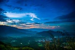 Восход солнца на вершине холма Стоковое фото RF