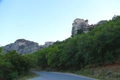 Восход солнца над горами и монастырями Meteora стоковые фотографии rf