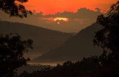 Восход солнца над горами стоковые фото