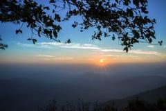 Восход солнца на горе - изображение утра запаса Стоковые Фото