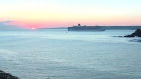 Восход солнца на горизонте после круиза акции видеоматериалы