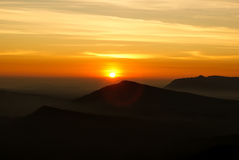 Восход солнца над горой в северном Таиланде Стоковые Изображения RF