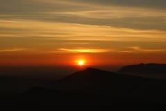 Восход солнца над горой в северном Таиланде Стоковое Изображение