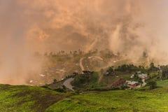 Восход солнца над горой на плате Berk Phu, ТАИЛАНДЕ Стоковое фото RF