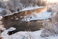 Восход солнца над замороженным рекой в зиме Стоковое фото RF