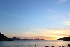 Восход солнца на красном пляже Стоковое фото RF