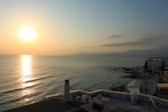 Восход солнца на кретски море стоковая фотография rf