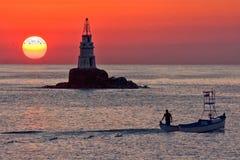 Восход солнца на маяке Ahtopol стоковые фото