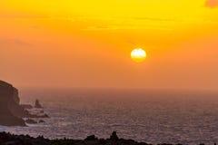 Восход солнца на море в Атлантическом океане на острове Мадейры Стоковое Изображение RF