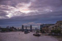 Восход солнца на мосте башни, Лондон стоковое изображение rf