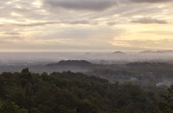 Восход солнца на наследии Borobudur в Yogyakarta, Индонезии Стоковое Изображение