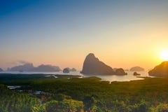 Восход солнца на на Samet Nangshe, точке зрения Phangnga новой Стоковое Изображение RF